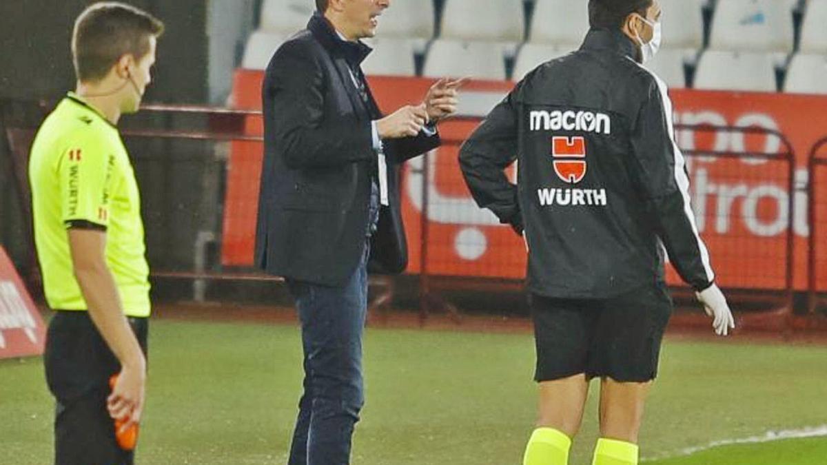 Luis Miguel Ramis, dando instrucciones durante el encuentro de ayer. | | LALIGA