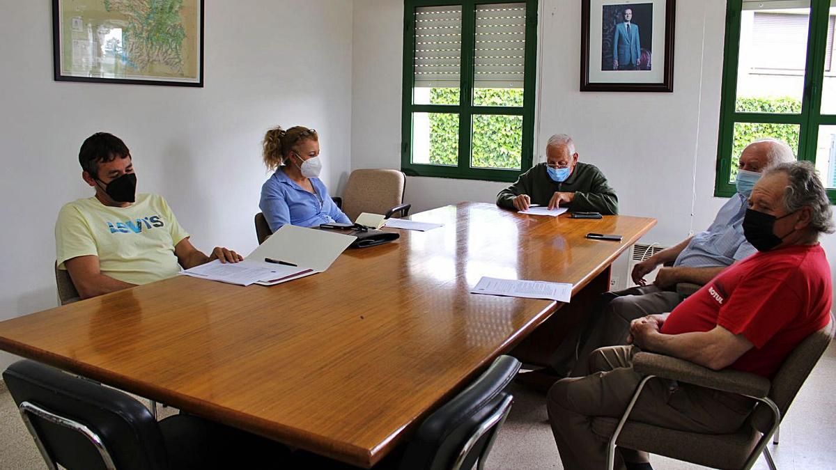 Un momento del Pleno celebrado ayer en el Ayuntamiento de Palacios de Sanabria. | Araceli Saavedra