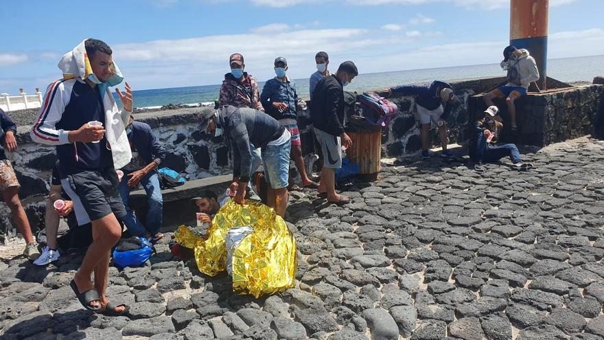 Llegan a Canarias dos embarcaciones con 97 inmigrantes ilegales