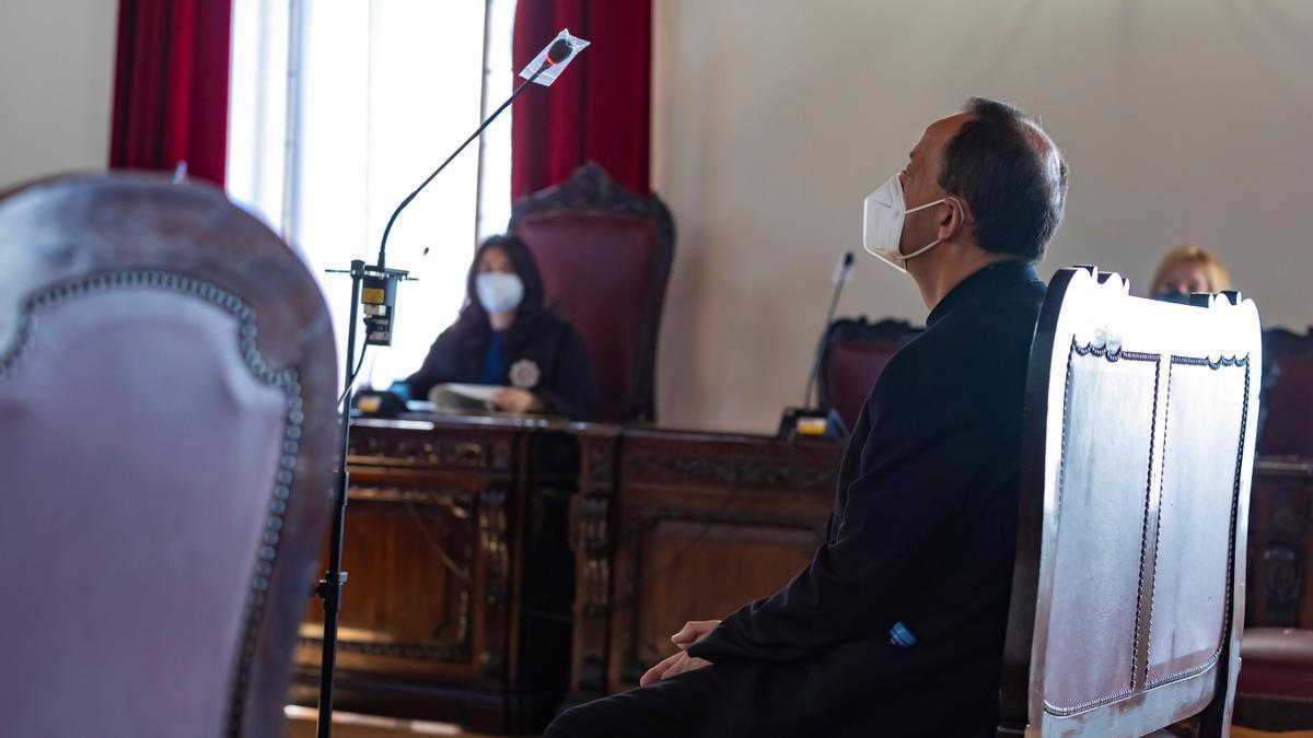 El sacerdote acusado de abusos sexuales, durante el juicio