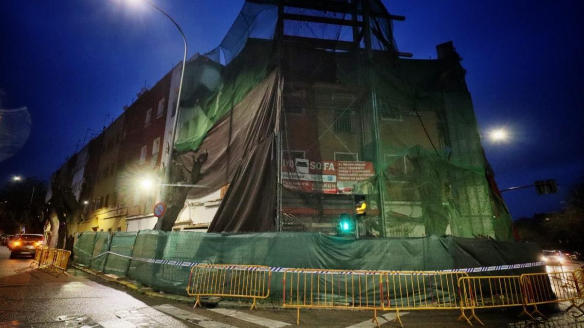 Un trabajador se encuentra en estado crítico al precipitarse de un andamio en Badajoz