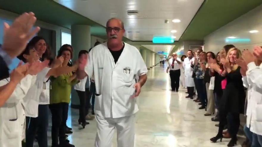 """""""Todavía alucino"""", afirma el celador de Son Espases ovacionado por su jubilación"""