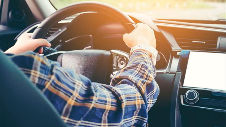 Hasta 3.000 euros de multa si te  pasa esto mientras conduces