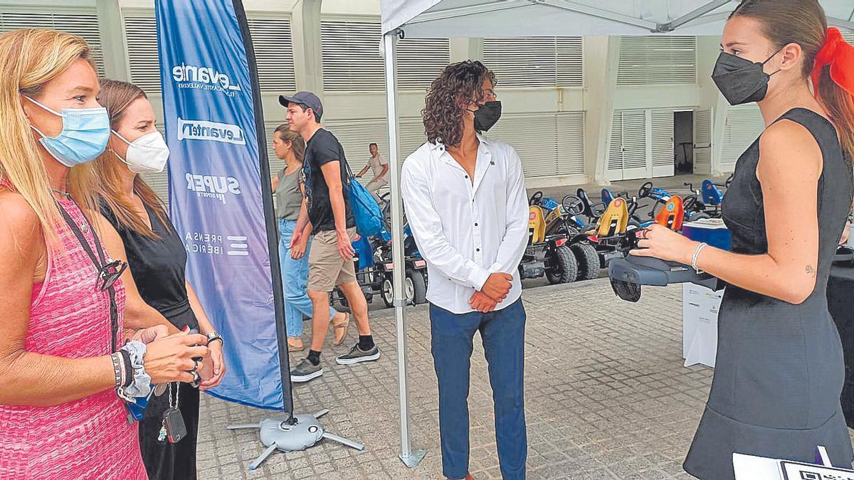 Inés Barona, directora de Marketing y Servicios en la Ciudad de las Artes y Elena Vallés, jefa de Planificación.