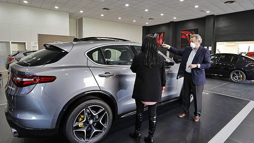 El coche de ocasión resiste a la crisis y pierde la mitad de ventas que los nuevos