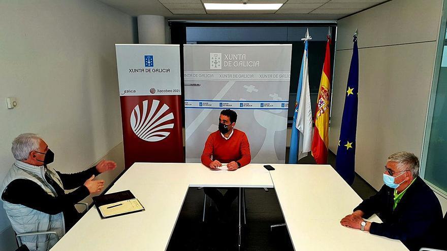 La Xunta informa a los vecinos de Raxó sobre la reforma portuaria