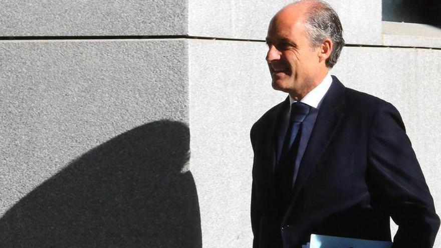"""Camps ve """"absurdo"""" que él y Cotino ordenasen la financiación irregular del PP"""