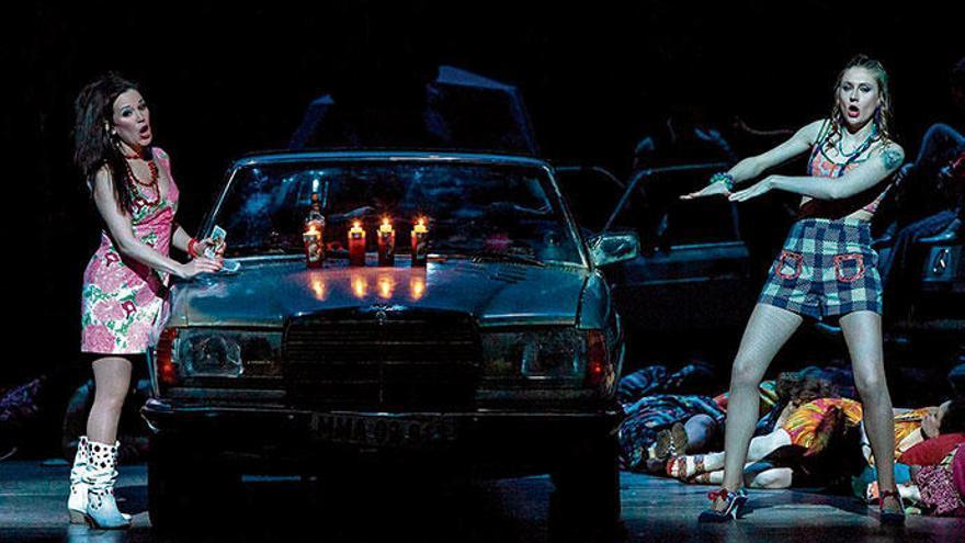 Blut, Huren und ein Nackedei im Theater von Palma