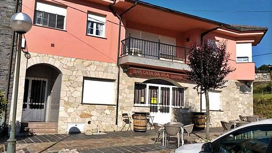 La dueña del único bar restaurante de San Martín de Oscos traspasa el negocio
