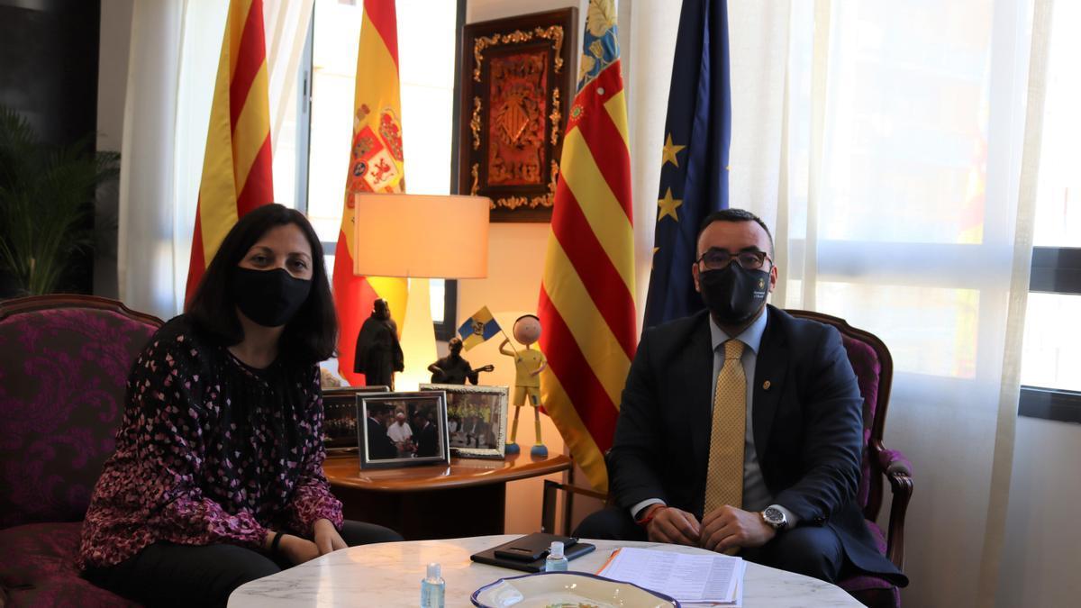 Benlloch recibió en el despacho de Alcaldía a la directora territorial de Presidencia, Eva Redondo.