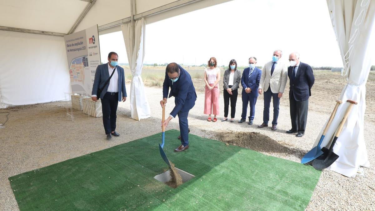 El director general de MercaZaragoza, Sergio Alarcón, en el acto de la primera piedra de la ampliación del complejo este jueves.