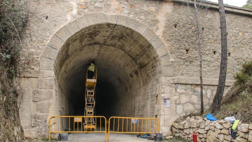 La reparación de unas fisuras obliga a cerrar un túnel de la vía verde de Alcoy