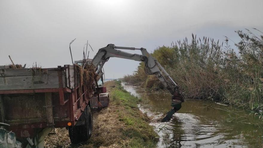 Agricultores, regantes, pescadores y cazadores piden la retirada del desecho
