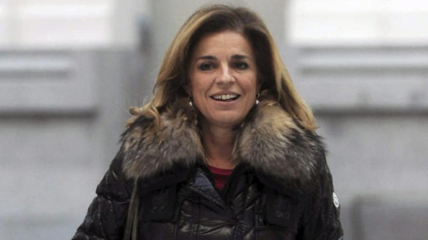 Ana Botella niega que vaya a dimitir y TVE no cubre el directo