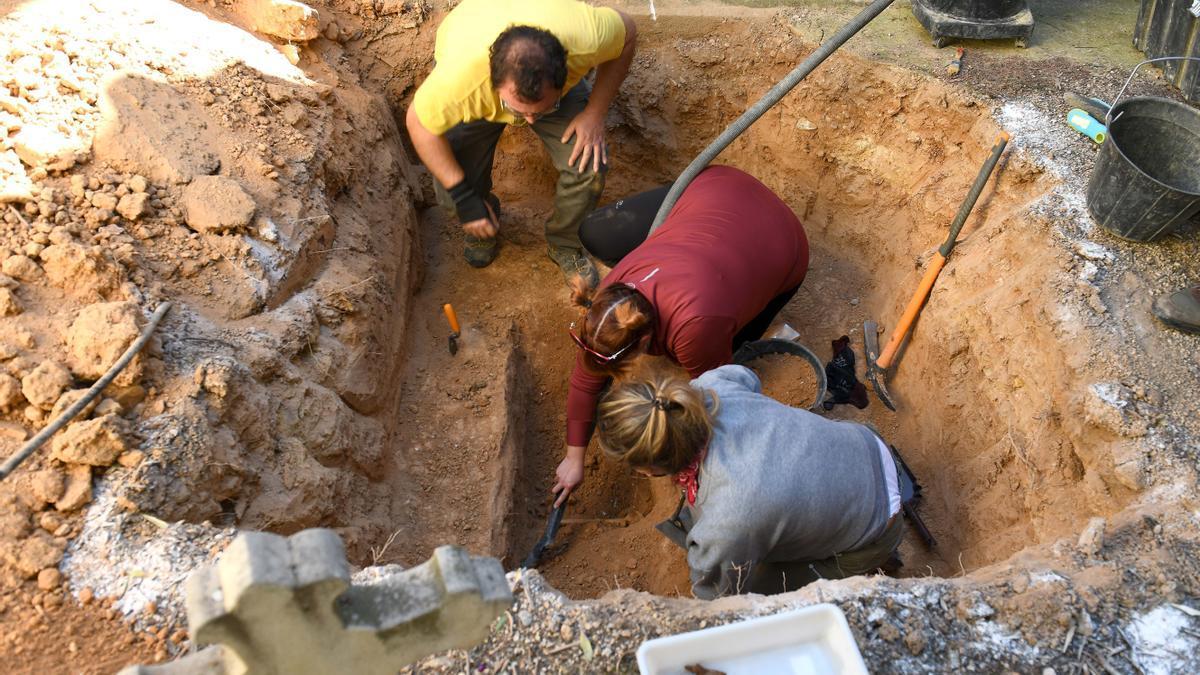 Momento en el que se descubren los primeros restos óseos.