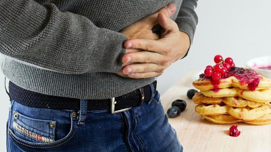 Qué es el hambre emocional, por qué te impide perder peso y cómo controlarla