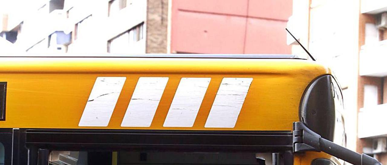 Subida a uno de los autobuses. | ABEL CATALÀ