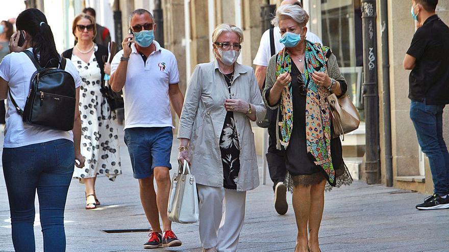 Galicia se prepara para un verano sin mascarillas en exteriores: estas son las razones que esgrime Feijóo
