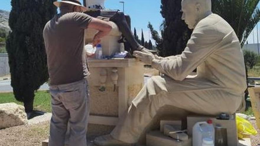Comienza la restauración de la estatua destrozada en Villena