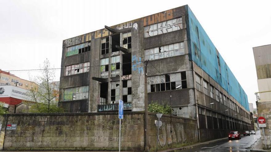 """Los vecinos exigen regenerar la fachada marítima: """"Nos preocupa, degrada la zona"""""""