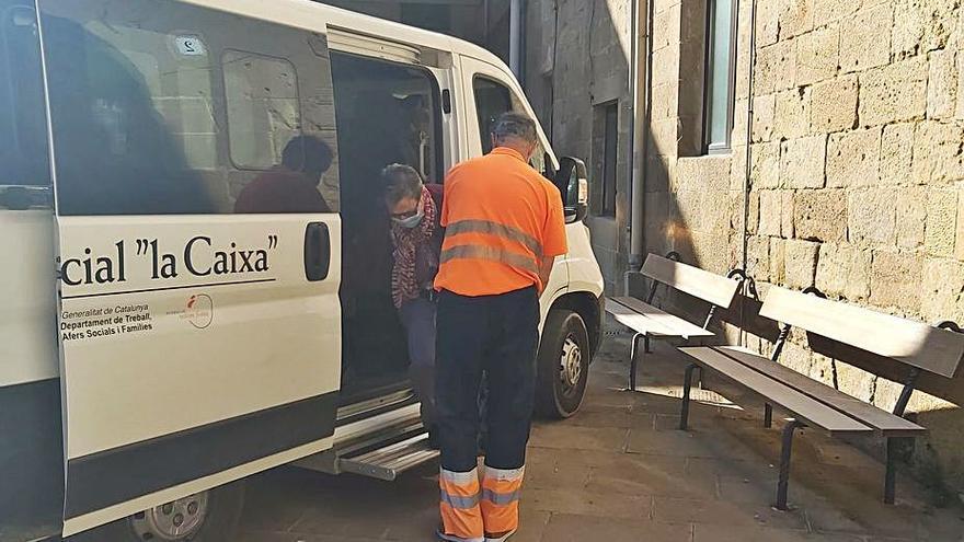 Volem Feina  reprèn el servei de transport adaptat