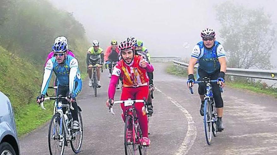 Al ciclismo asturiano le da una pájara: de 2.000 a 500 licencias en un año