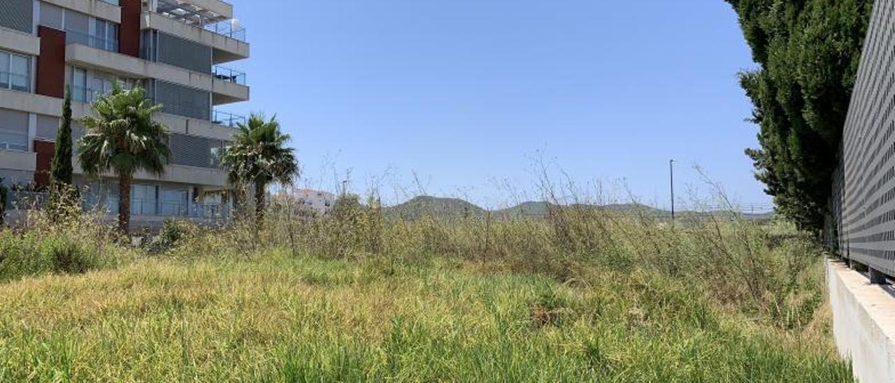 Imagen actual del terreno (de la calle s'Hort de sa Fruita) que el Consell cederá al Govern.    TONI ESCANDELL