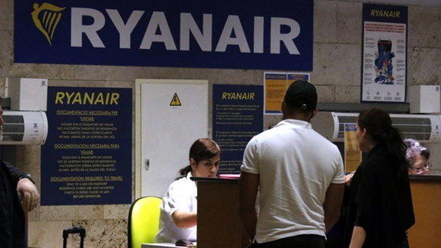 La tripulació de cabina de Ryanair convoca vagues pel 8, 10 i 13 de gener