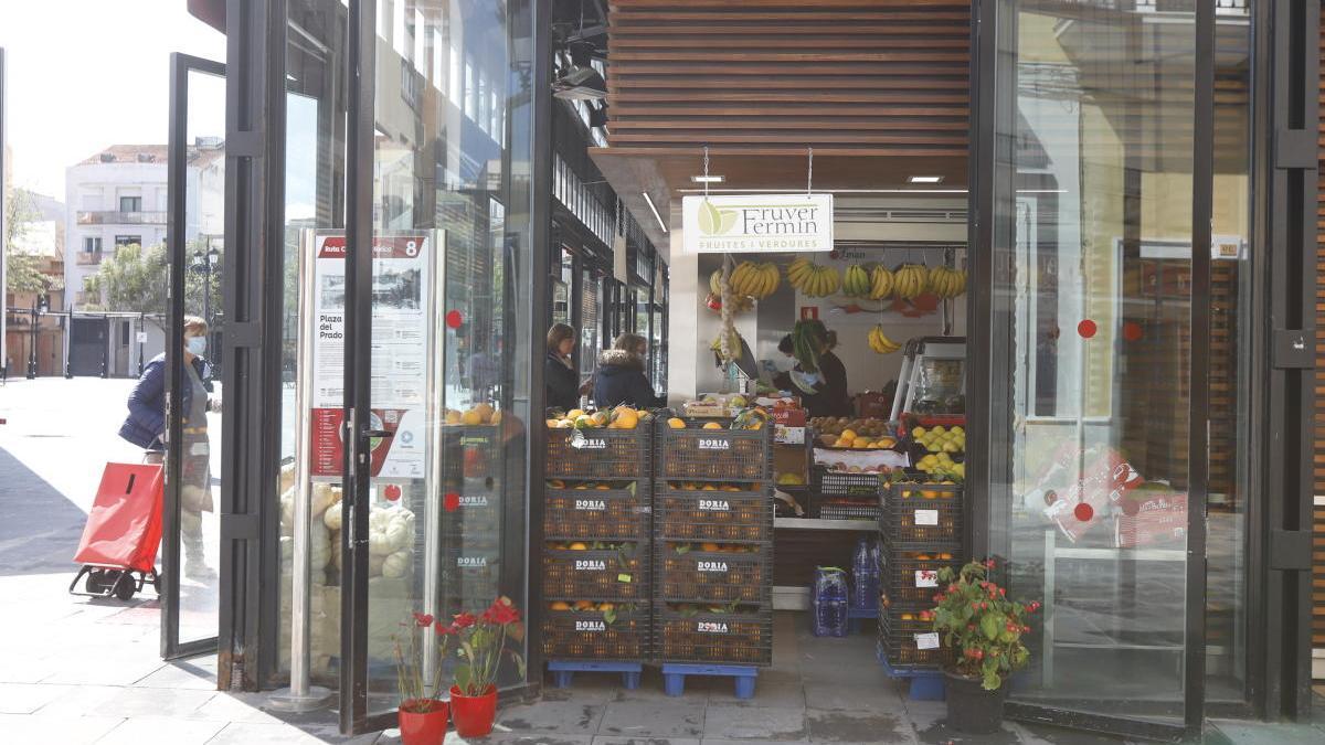 Una verdurería abierta en el centro de Gandia/levante-emv