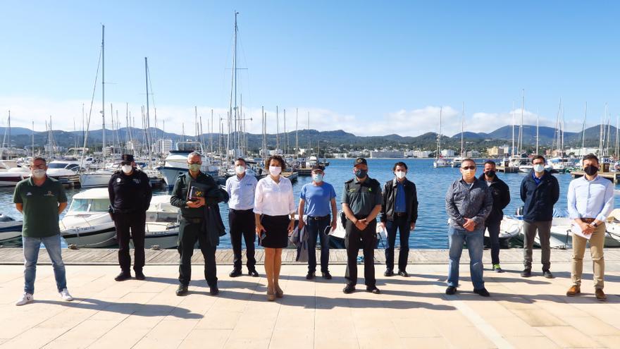 Sant Antoni retira los fondeos ilegales del litoral