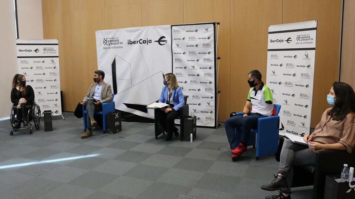 Loida Zabala, Dan de Sande, Kini Carrasco y Marta Pérez, en el primer Foro Ibercaja Jóvenes y Deporte.