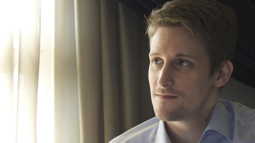 Rusia otorga el permiso de residencia permanente a Edward Snowden