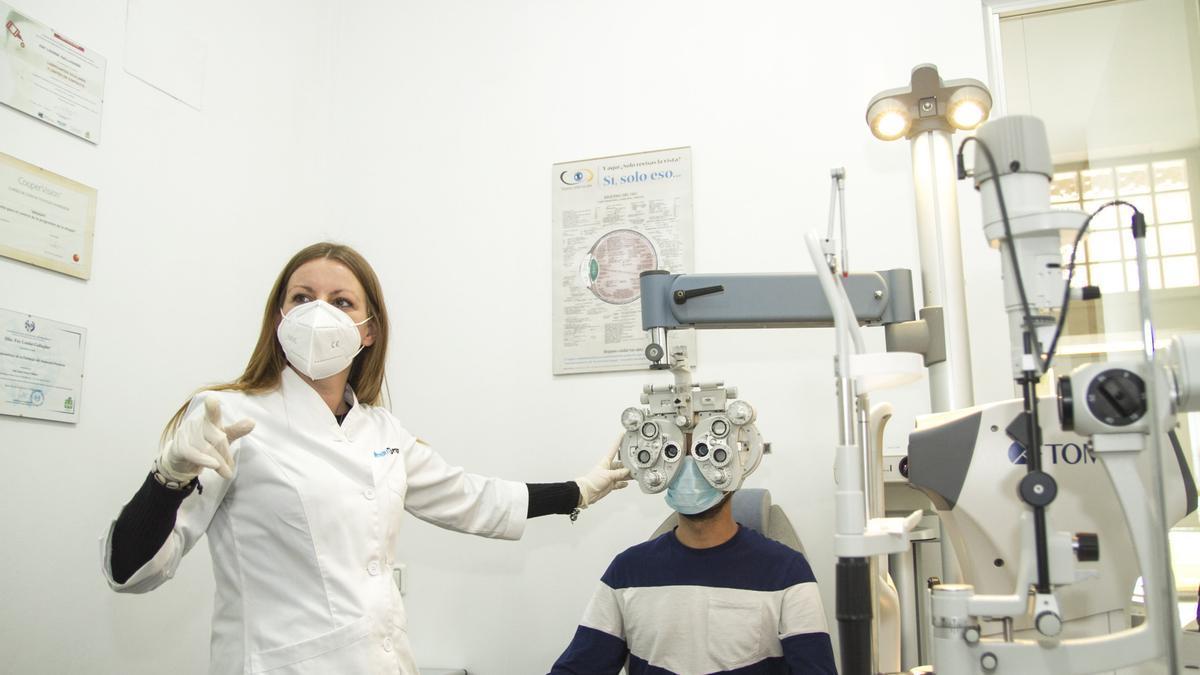 El COOCV denuncia a Sanidad por no incluir a los ópticos-optometristas en los planes de vacunación