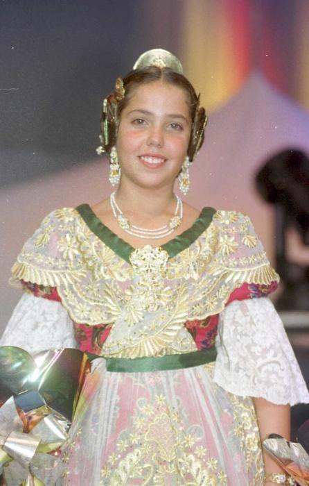 Corte 1999. Bárbara Mora, que posteriormente estuvo en la corte mayor de 2008.