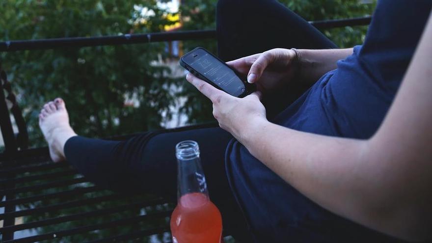 Un 'smartphone' és capaç de saber si algú ha pres massa alcohol per poder conduir analitzant els seus passos