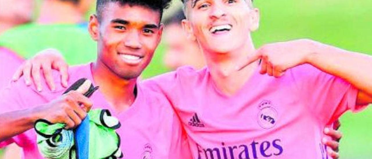 Pablo Rodríguez, a la derecha, junto a su compañero Marvin Park, tras superar las 'semis'.