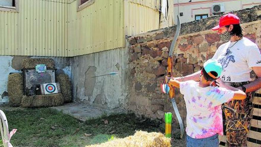 El Museu municipal exposa «L'art de l'arc. Artesania de casa nostra», d'Àngel Oliveras
