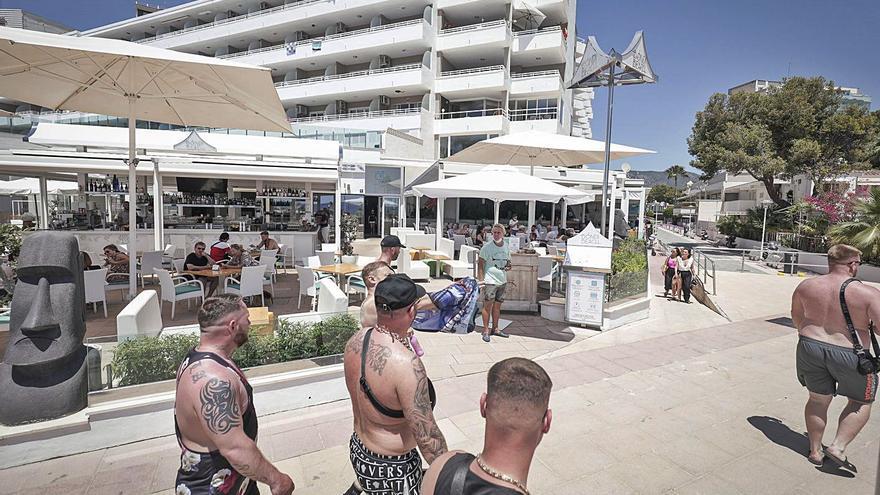 Calvià y Eivissa son las ciudades españolas con la covid más desatada