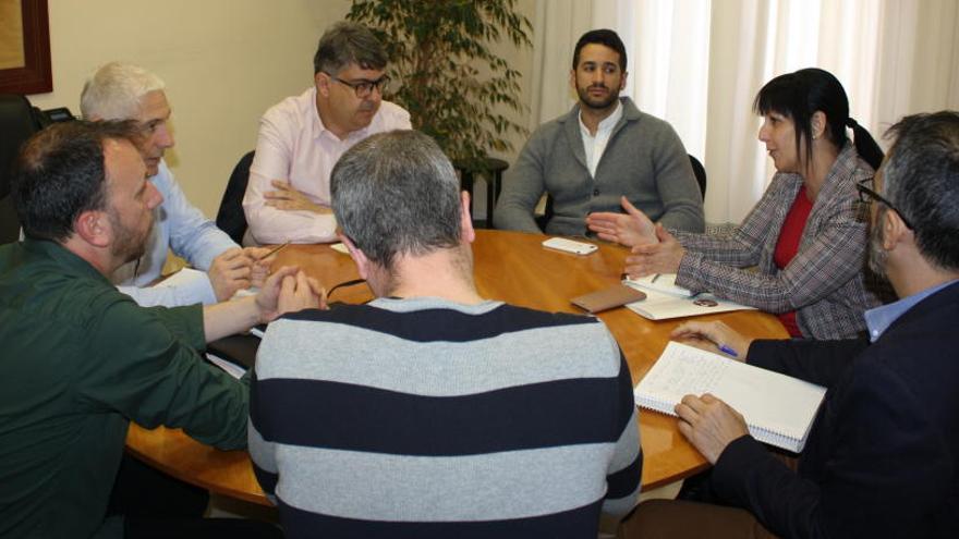 Encuentro en Novelda para analizar la crítica situación que atraviesa el mármol