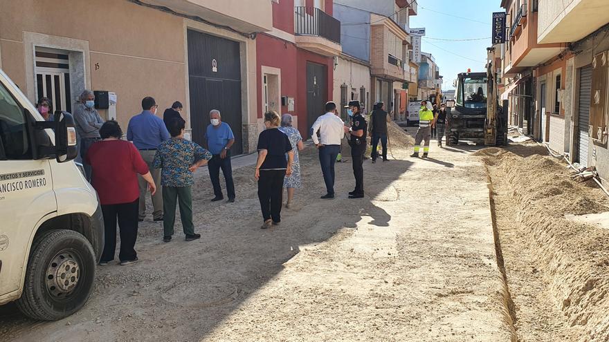 Vecinos de la calle Pablo Neruda de Las Torres de Cotillas se plantan para paralizar las obras