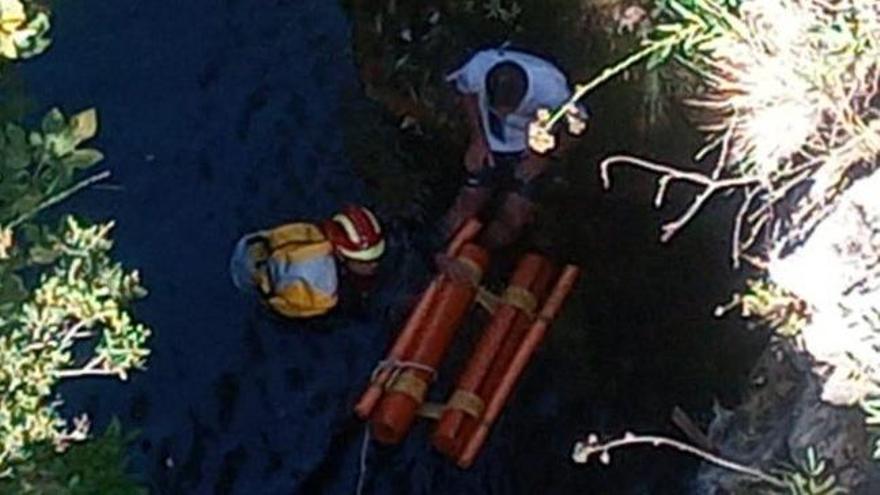 Bomberos de Marbella rescatan a un hombre en el Cañón de Las Angosturas de Benahavís