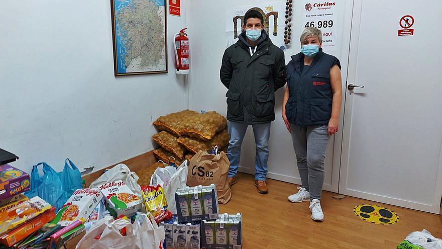 El Futsal dona a Cáritas su primera entrega de alimentos