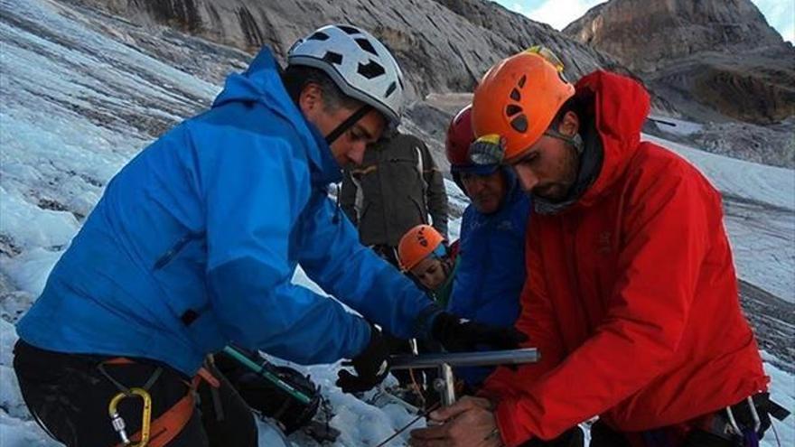 Expertos buscan la edad del glaciar de Monte Perdido
