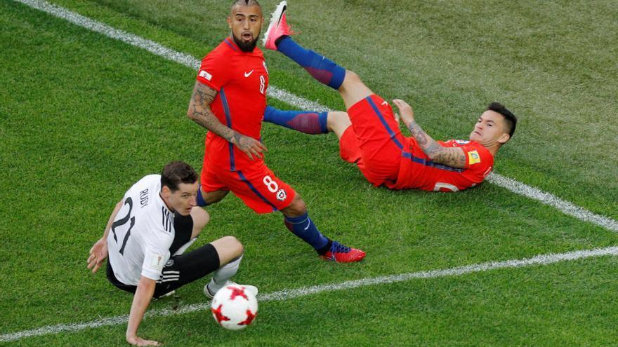 Alemania aprovecha los errores de Chile para ganar su primera Copa Confederaciones