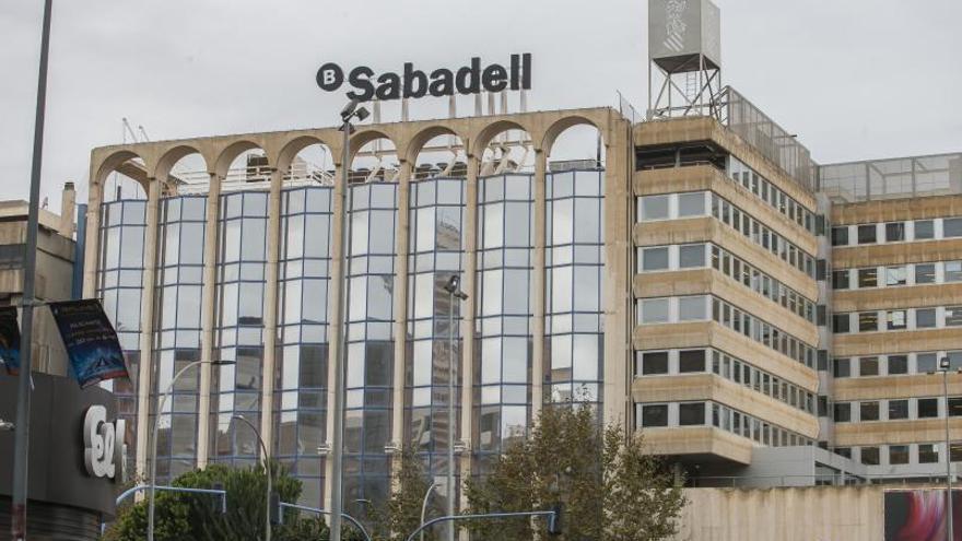El Sabadell plantea un máximo de 354 bajas en  la provincia de Alicante