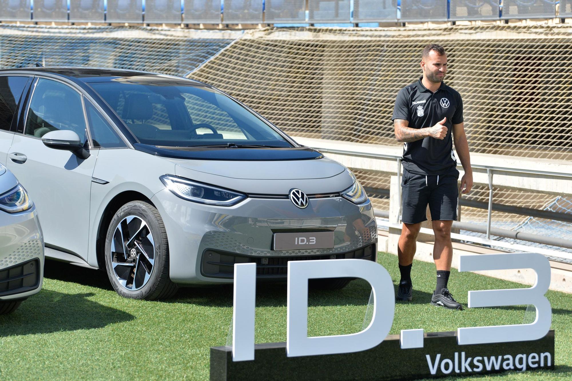 La UD Las Palmas recibe la nueva flota de coches eléctricos Volkswagen ID.3