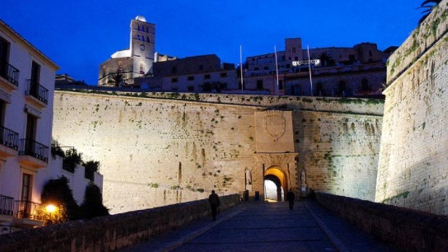 De ruta por la muralla de Ibiza