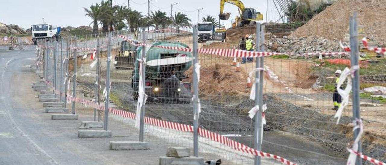 Trabajos de ampliación de la carretera de Melenara, en el municipio de Telde. | | ANDRÉS CRUZ