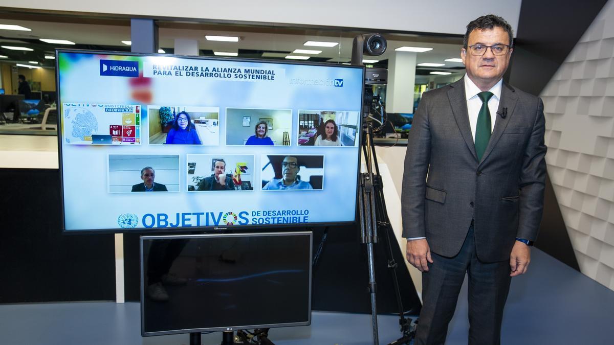 Toni Cabot presentó el encuentro desde el plató de Información TV y los ponentes asistieron de manera virtual.