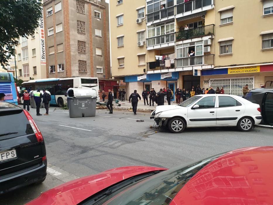 Un autobús embiste a media docena de coches en Héroe de Sostoa.